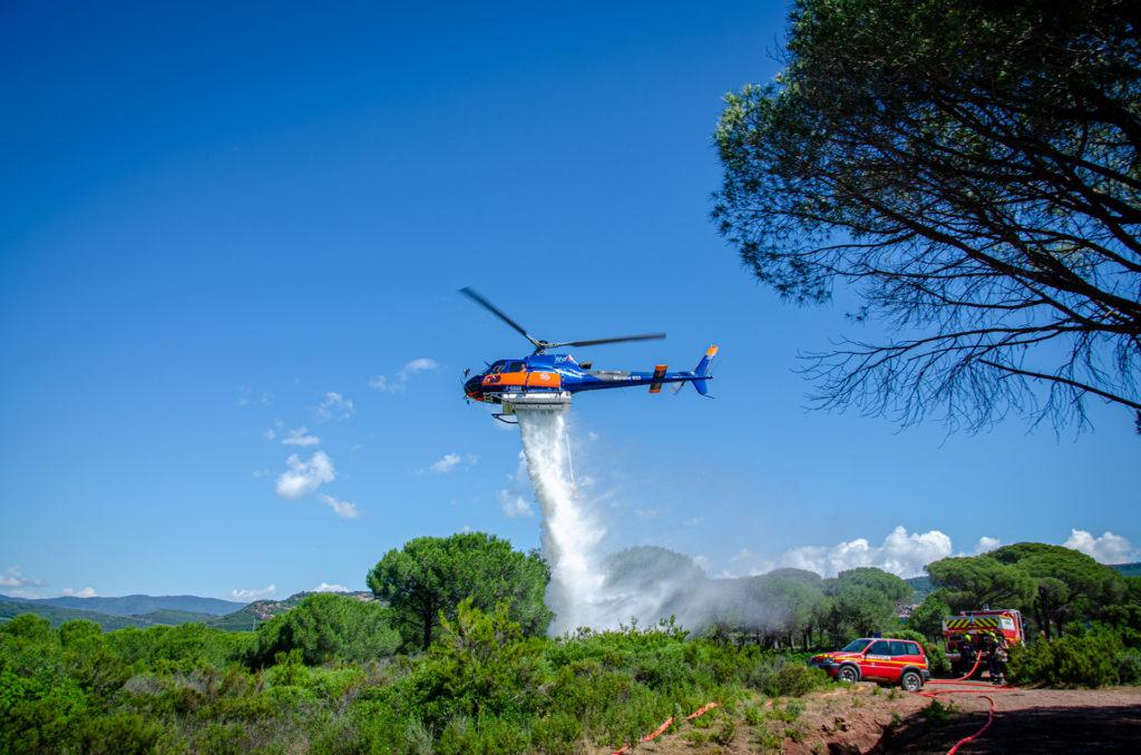 Travail aerien - Lutte contre les feux de forêt - Mont Blanc Hélicoptères Bretagne